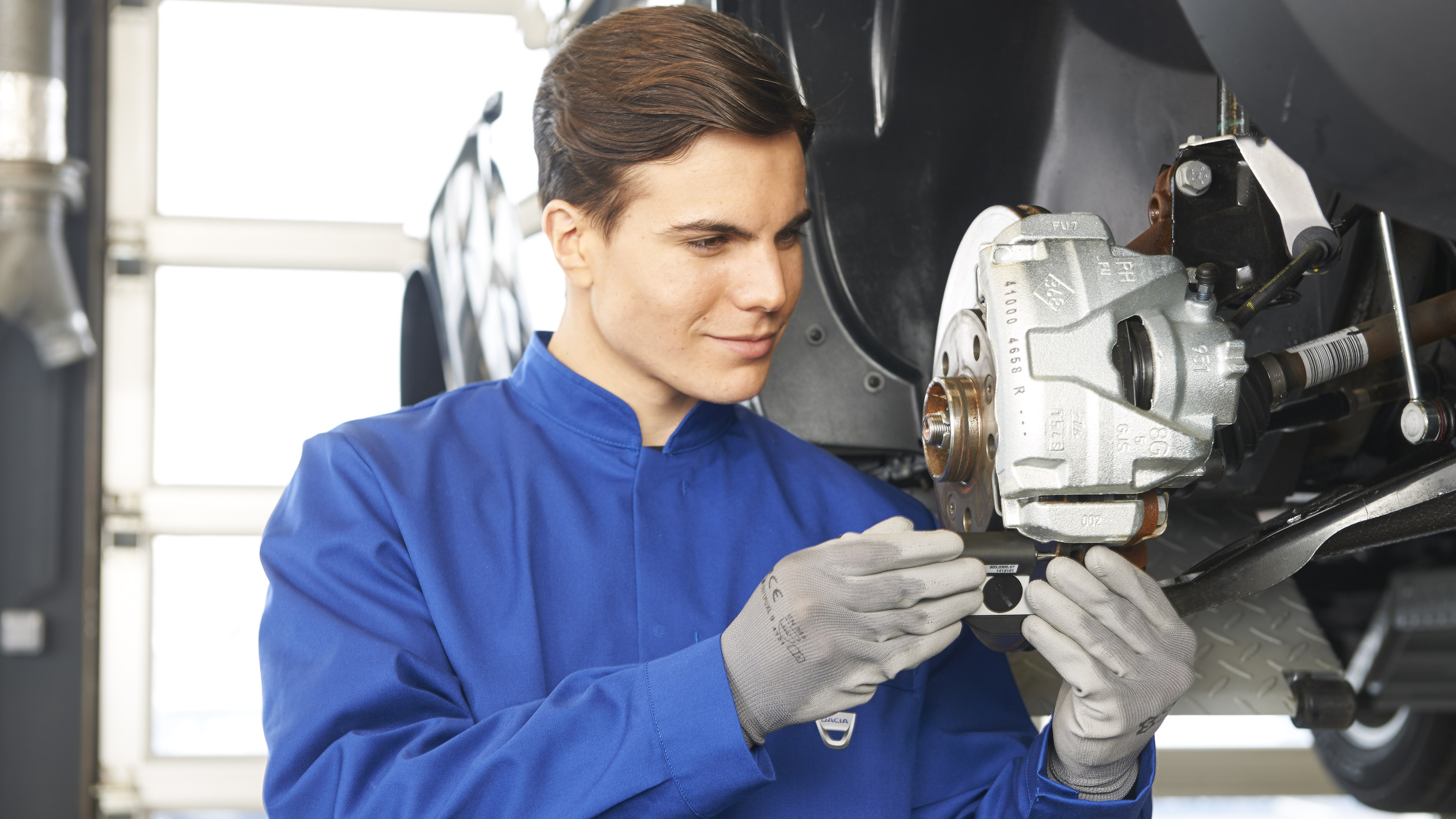 Dacia-services-and-maintenance-ateliers-dacia-controle-technique-017.jpg